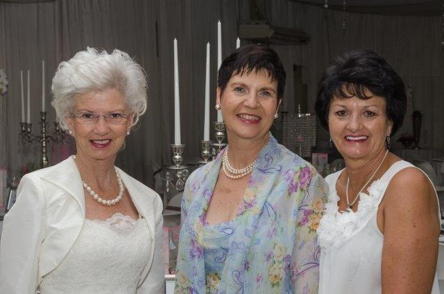 Erika Lubbe, VLVK-president; Magdie de Kock, verteenwoordiger en spreker van Westfalia; Wilna Nel, Sirkelpresident, Noordwes-Kaap.