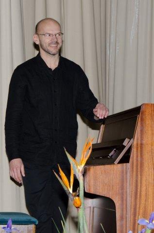 Instrumental: Pieter van Zyl.