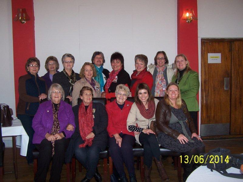 Eerste treë op die 2014 geloofspad.  Hantam VLV-dames by die afskop van die Women Walk the World stapuitdaging.  Vanjaar stap ons in die geloof, met liefde en tonne hoop!