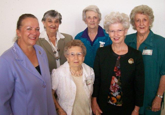 Senior VLV-lede wat Sirkel Cradock se Konferensie bygewoon het saam met Sirkelpresident, Rika Pienaar.