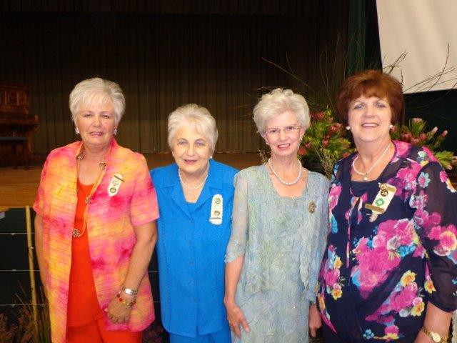 Sirkelpresident, Sunette de Villiers, Sirkelsekretaris, Elize Lotriet, Sirkelvisepresident, Senerita van der Walt.