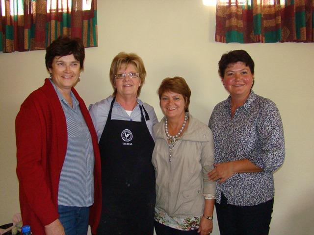 Wilma Strauss (voorsitter Britstown), Sunel JvRensburg (Sirkelpresident), Theresa de Vries, Elsa Human (Leefstyl).