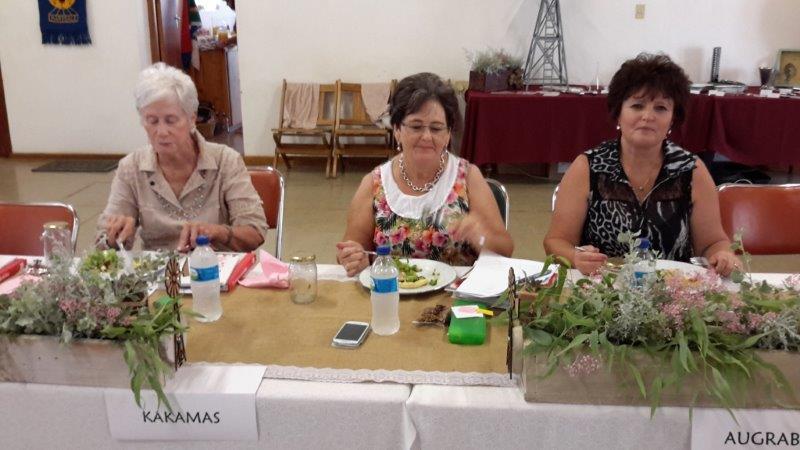 Afgevaardigdes v.l.n.r. Bertus Coetzee, Hendriena Klindt, Jackie van den Heever