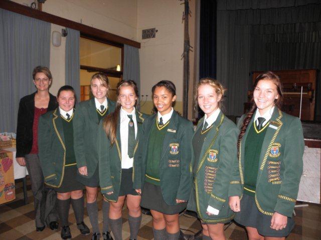Hoërskooldogters, onder leiding van Michelle de Villiers, het met hul pragtige weergawe van Coenie de Villiers se Karoonag, die kroon op die oggend geplaas.